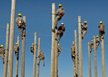 workers-training-electrical-pole-climbing-hardhat